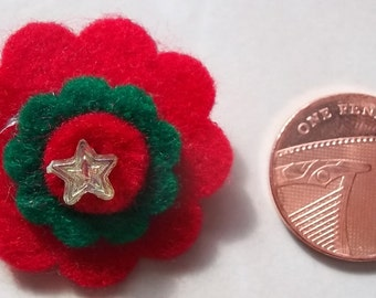 Small felt flower brooch in red and green