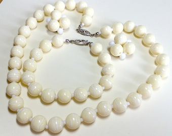 Vintage pale yellow beaded jewelry set with necklace, bracelet and clip earrings, parure, yellow necklace, 1960s