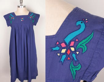 vintage embroidered dress // pockets