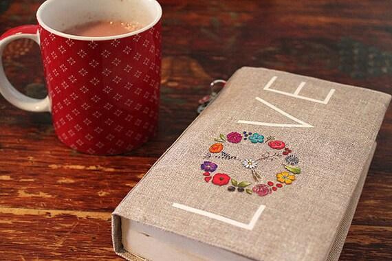 """Adjustable pocketbook illustrated linen """"LOVE"""""""