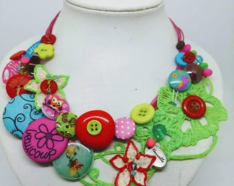 Super lightweight colorful necklace...
