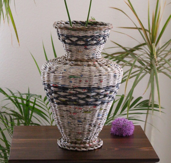 deko vase aus zeitungspapier gro e vase bodenvase. Black Bedroom Furniture Sets. Home Design Ideas