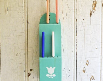 Vintage Turquoise Painted Wood Knife Holder - White Tulip Stencil - 1950s Handmade Wall Mount Knife Block - Mid-Century Kitchen Decor