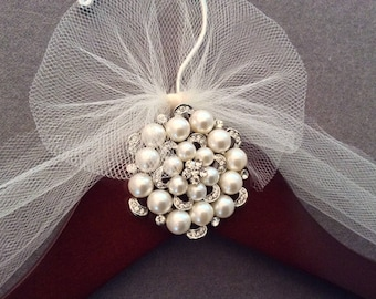 Pearls Bridal Hanger,  Wedding Shower Gift, Wedding Dress Hanger, Bridal Shower Gift