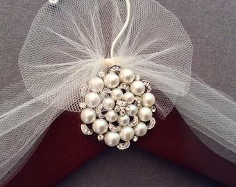 Pearls Bridal Hanger,  Wedding Shower Gift, Wedding Dress Hanger, Bridal Shower Gift