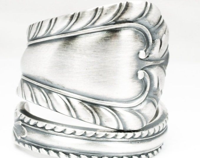 Minimalist Ring, Sterling Silver Spoon Ring, Feathered Simple Ring, Antique Towle Silver of 1898 Old Dominion, Adjustable Ring Size (7128)