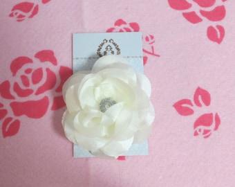 Super pretty white flower clip