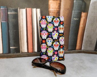 sunglasses holder, sunglasses case, sunglasses storage, glasses holder, spectacle holder, glasses case, reading glasses, skull gifts, gift,