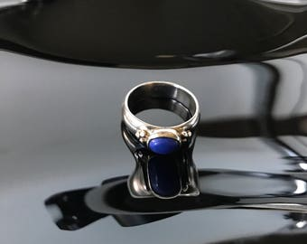 Sterling silver and lapis lazuli size 7  ring delicate design marked 925 Shube's hallmark vintage