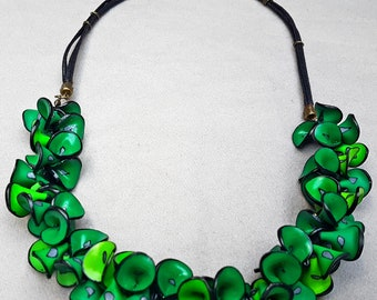sparkling green necklace/handmade item/petals design/jewelry gift/trendy/unique jewelry/fimo/impressive/charm necklace