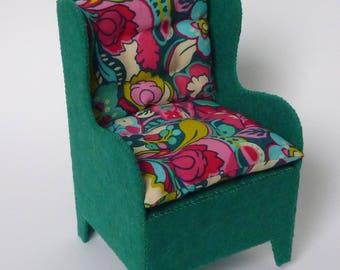 PDF tutorial to make a felt armchair.