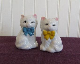Cat Salt & Pepper Shakers, Vintage Kitchen, White Cat Shakers, Kittens, Kitties, Shakers