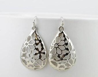 Silver Earrings, Silver jewelry, Dangle earrings, Filigree Earrings, Everyday wear Earrings, Simple Tear Drop earrings, Chandelier earrings