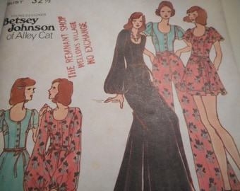 Vintage 1970's Butterick 6979 Betsey Johnson Blouse, Skirt, and Pants Sewing Pattern Size 10 Bust 32.5