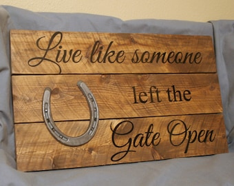 Live Like Someone left the Gate Open- Western Rustic Pallet Sign-  Reclaimed Wood-  Primitive Home Decor-  Horse Barn Sign with Horseshoe