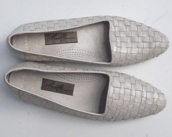 vintage flats from the 90's, ballerina leather shoes, size 8, made in Italy, woven leather shoes, white