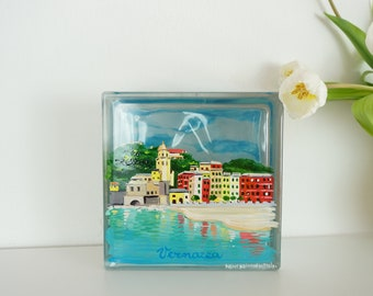 VERNAZZA, Cinque Terre, hand-painted ornament, Italian country. Gift for holiday lovers in Italy. Glass Brick Decorated concrete