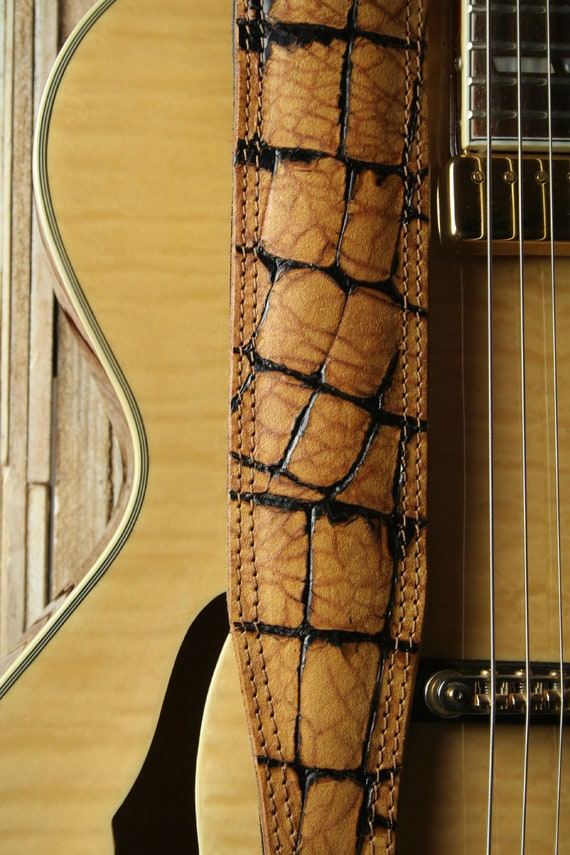 GS72C Padded guitar strap with two-tone alligator effect - limited edition