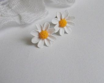 Daisy earrings, wild flowers, cute earrings, stylish earrings, handmade, gift earrings
