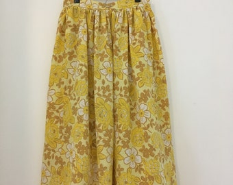 1940s Style Yellow Full Skirt with pockets  Size S/M