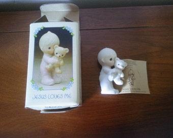 Vintage Precious Moments Figurine - Precious Moments Jesus Loves Me - Precious Moments