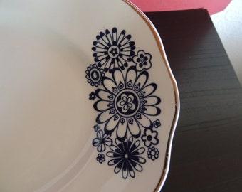 Karolina - made in Poland - platter - dark blue flowers with silver edge * precious *.