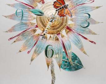 Monarch-Schmetterling Blume Uhr Skulptur
