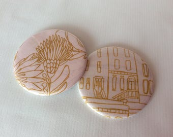 Badge / magnet Buildings and Flowers curry