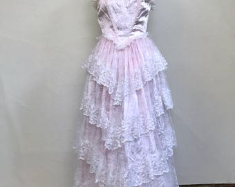 Vintage 1980s Prom Dress // Zum Zum // Strapless Pretty Pink Pastel Tiered Lace Beaded Pearls Sweetheart Neckline // Size Extra Small/Small