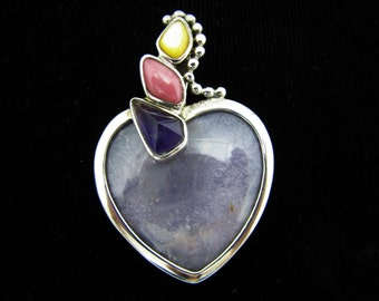 c223 Lovely Lavender Chalcedony Heart Shaped Pendant set in Sterling Silver