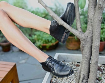 Oxford flat Shoes - Women Black Shoes // Leather shoes  // Women tie shoes // Handmade shoes // Soles made of recycled tires