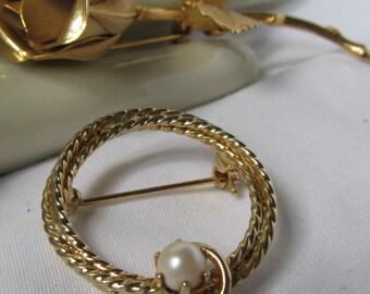 Lovely Infinity Pearl Brooch Vintage Scarf Brooch Pin Single solitaire Pearl Classic Pearl Brooch Wedding Pearl Brooch Grandmother of Bride