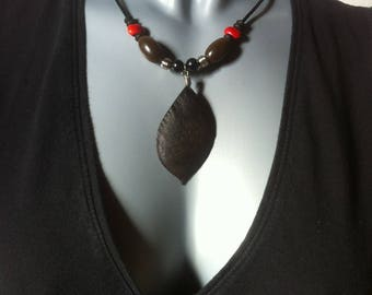 Necklace with natural seeds and silver metal beads