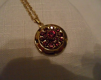 Vintage Red Garnet Color Rhinestone Gold Tone Necklace