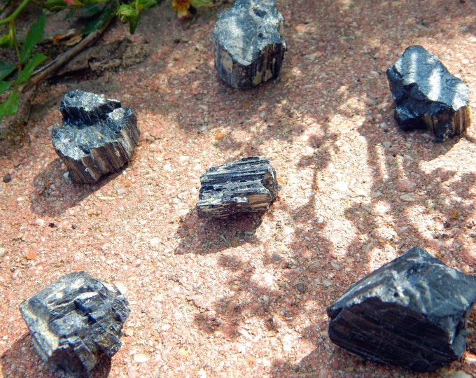 RAW Black Tourmaline natural gemstone - Reiki Wicca Pagan Geology gemstone specimen