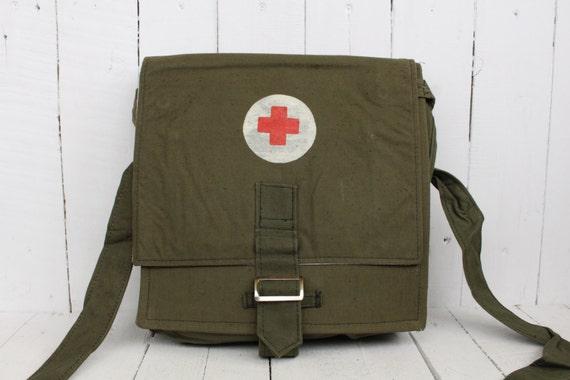 jahrgang medizinische armee erste hilfe pack udssr armee. Black Bedroom Furniture Sets. Home Design Ideas
