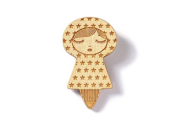 Stars doll brooch - cute matriochka pin - kawaii kokeshi jewelry - poetic graphic illustrated jewellery - lasercut maple wood