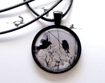 Two-sparrow necklace with bird motif