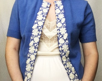 1950s Periwinkle Knitted Orlon Acrylic Embroidered Open Cardigan