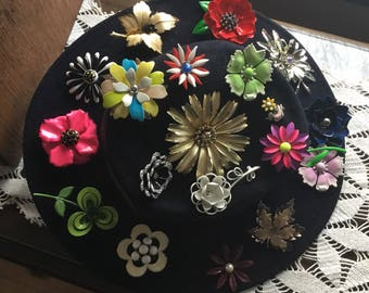 19 flower brooches on a wool hat