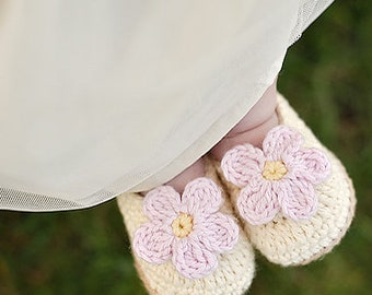 "Crochet Pattern ""Baby Slip-On Booties"" Sizes Newborn to 2 Years, slippers with flower"