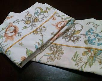 Vintage Pillowcases / Floral Pillowcases / Vintage Linens / Retro Bedding / Earth Tone Pillowcases / Vintage Bedding