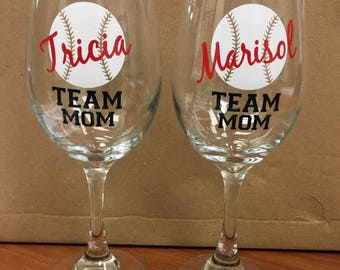 TEAM MOM wine glass - Perfect gift for your team mom!