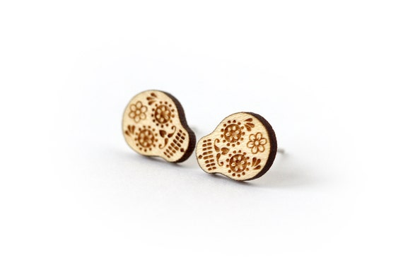 Calavera stud earrings - tiny post earrings - mini jewelry - minimalist jewellery - lasercut maple wood - hypoallergenic surgical steel