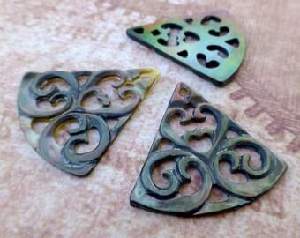 Free UK postage - Pack of 2 Black Shell Carved Pendant Triangular Shell Pendant