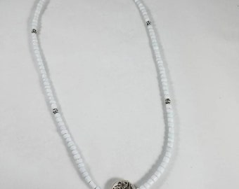 White and Silver Simple Necklace