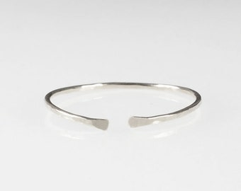 Sterling Silver Dainty Ring, Hammered band, Stacking ring, Stackable ring, Simple Silver ring, Minimalist ring, Silver Thin Band, Cuff ring