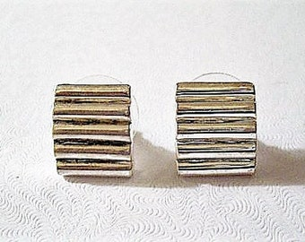 Square Ribbed Small Disc Pierced Stud Earrings Silver Tone Vintage Deep Lined Curved Buttons
