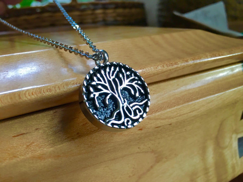 Black Pendant Necklace Uk