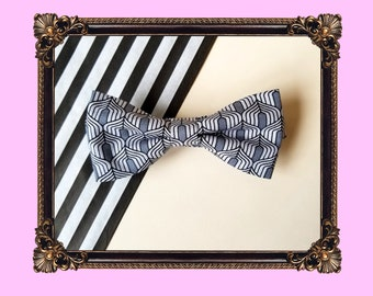 Grey flapper patterned bow tie